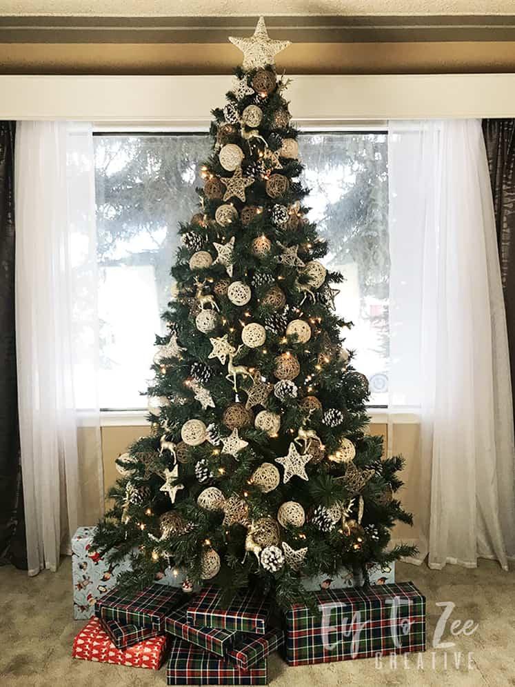 Rustic Theme Christmas Tree